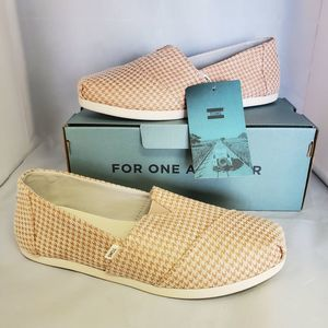 NWT Toms Classic Fit Canvas Square Toe Slipons 6.5